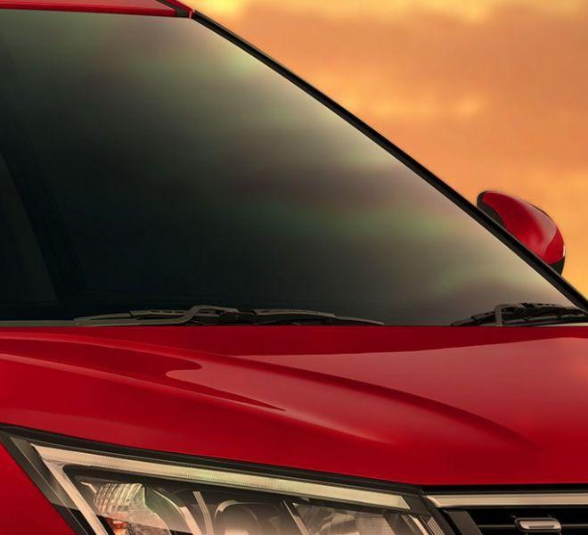 Automotive Mahindra XUV300 Exterior-16